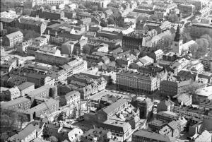 Flygbild över Linköpings stadskärna 1972. I mitten ses Stora torget. Foto: Corren/Per-Arne Nyhlén