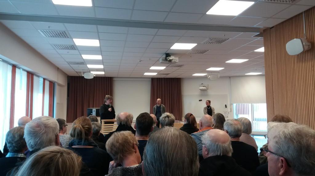 Historiker Hans Nilsson höll i samtalet under boksläppet